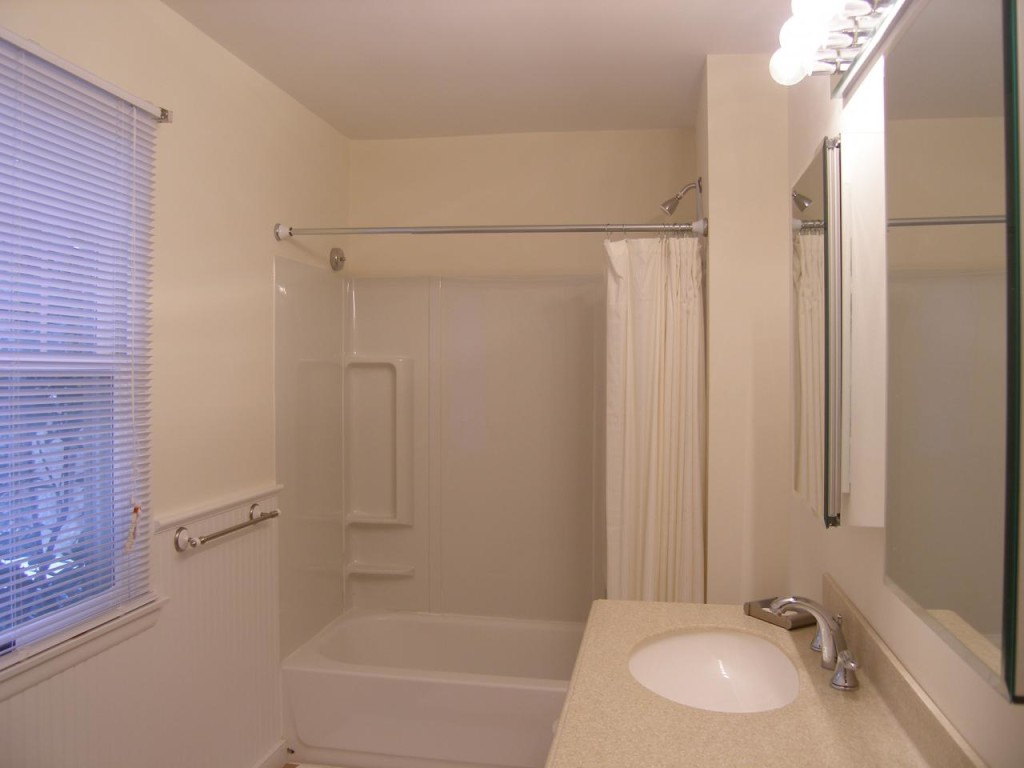 http://hamptonbid.com/wp-content/themes/realtorpress/thumbs/peconic-bay-bathroom-2-1024x768.jpg