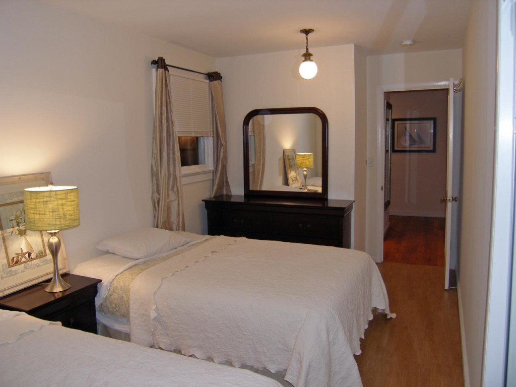 http://hamptonbid.com/wp-content/themes/realtorpress/thumbs/peconic-bay-bedroom-1-1024x768.jpg