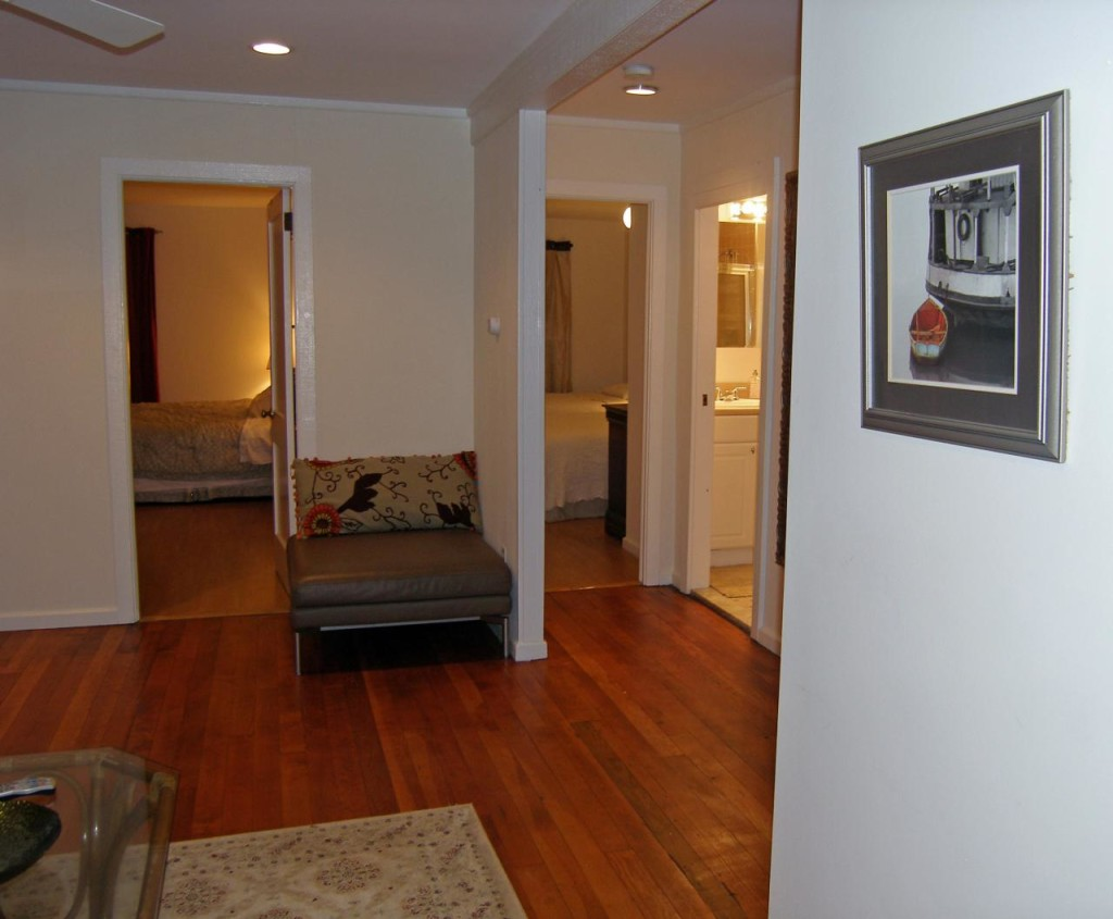 http://hamptonbid.com/wp-content/themes/realtorpress/thumbs/peconic-bay-hardwood-floor-1024x845.jpg