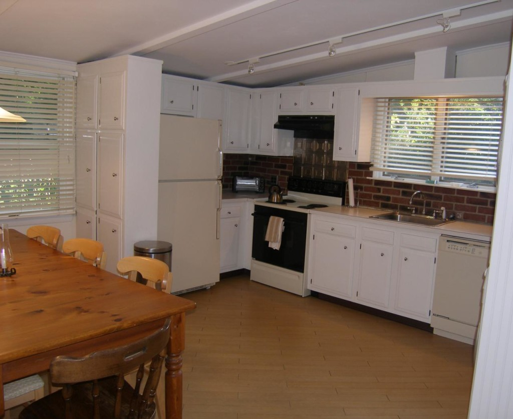 http://hamptonbid.com/wp-content/themes/realtorpress/thumbs/peconic-bay-kitchen-1024x836.jpg